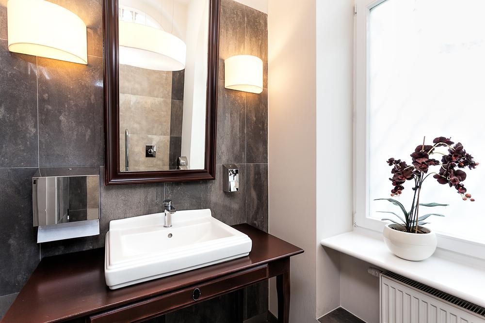 Hangulatos fények a fürdőben: fürdőszobai lámpák
